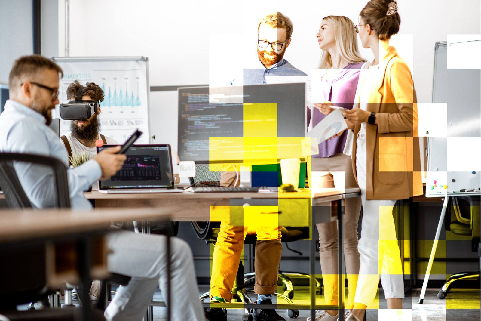 people-devops-pc-hololens-augmentedreality-office